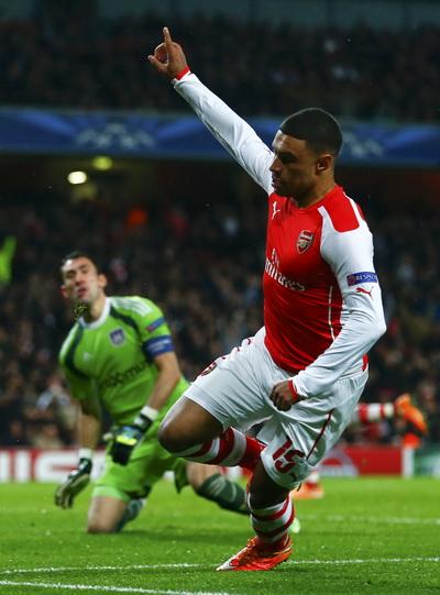 Niềm vui của Chamberlain sau bàn thắng thứ ba cho Arsenal