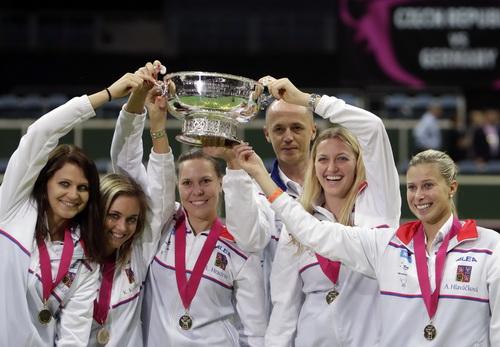 Chiếc cúp vô địch thứ ba trong vòng 4 năm của Kvitova và đồng đội