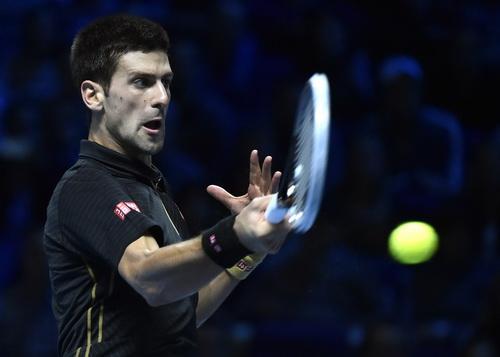Djokovic vượt lên trước trong trận bán kết đầy kịch tính
