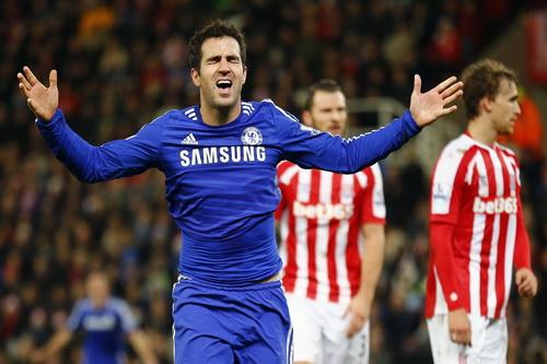 Niềm vui Fabregas, nỗi buồn Stoke City