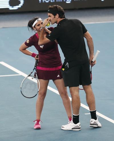 Federer và Sania Mirza thắng trận đôi nam nữ cho Micromax Indian Aces