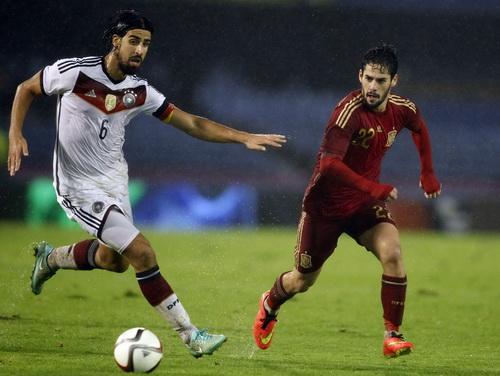 Khedira và Isco ở hai chiến tuyến trong trận giao hữu ở Vigo
