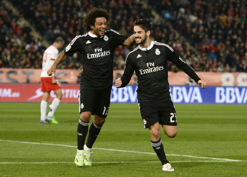 Isco vui mừng với bàn thắng thứ nhì vào lưới chủ nhà