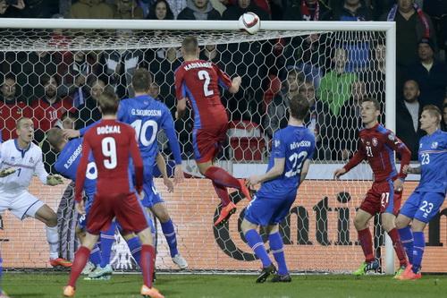 Pavel Kaderabek (2) ghi bàn thắng quan trọng cho CH Czech