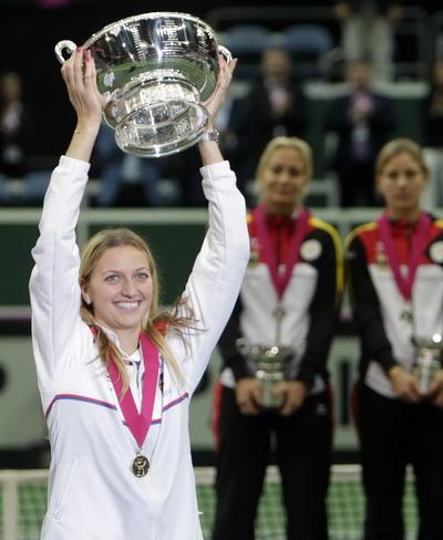 Kvitova và chiếc cúp vô địch
