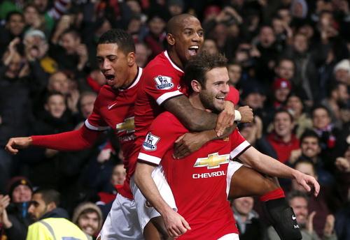 Mata và đồng đội sau bàn thắng quyết định