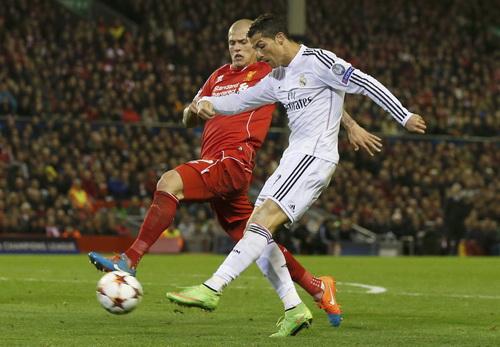Ronaldo tiến sát kỷ lục ghi bàn ở Champions League