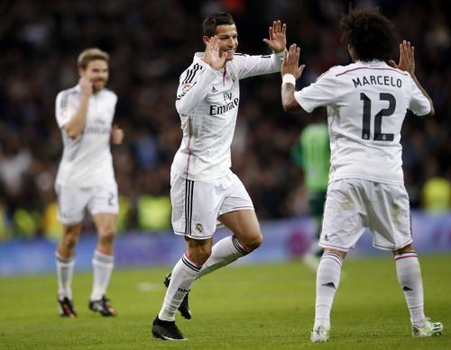 Ronaldo vui mừng khi hoàn tất cú hat-trick