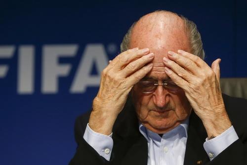 Chủ tịch FIFA Sepp Blatter đau đầu vì lỡ trao quyền đăng cai World Cup cho Qatar