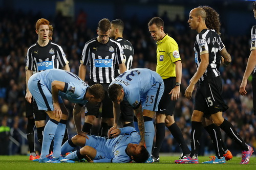 David Silva dính chấn thương khiến các cầu thủ Man City hoang mang