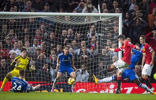 Bàn thắng của Van Persie giữ 1 điểm ở lại sân Old Trafford, giúp Man United tự tin trước trận derby sau đây một tuần