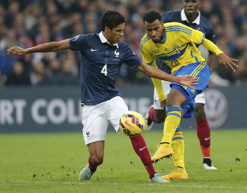 Raphael varane (4) ghi bàn duy nhất cho tuyển Pháp trước Thụy Điển