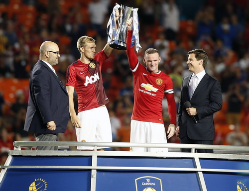 Cúp vô địch cho Man United và Van Gaal