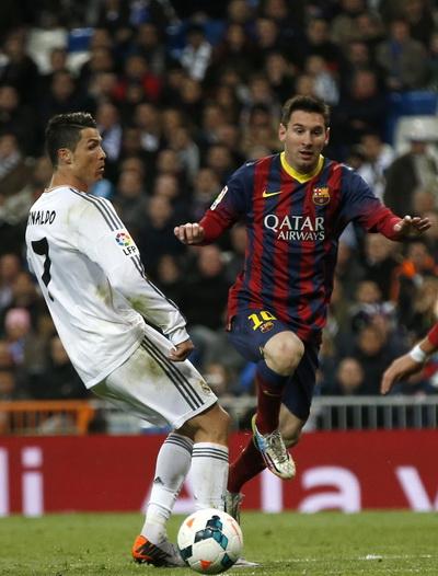 Ronaldo thua sút Messi ở