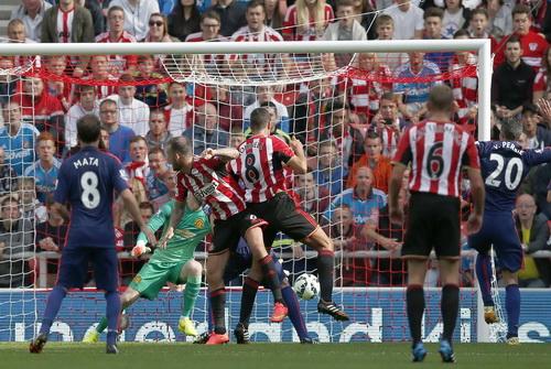 Jack Rodwell (8) gỡ hòa cho Sunderland