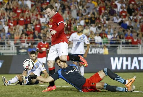 Wayne Rooney ghi cú đúp trong trận đấu mở màn mùa bóng mới