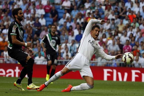 Ronaldo bị hậu vệ Cordoba chăm sóc kỹ