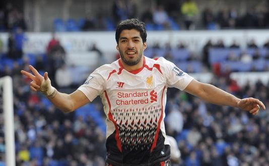 Luis Suarez lập hat-trick