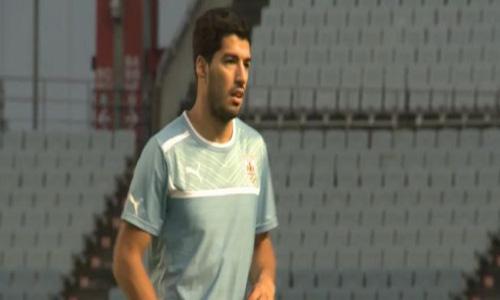 Suarez vẫn đang tập luyện một mình