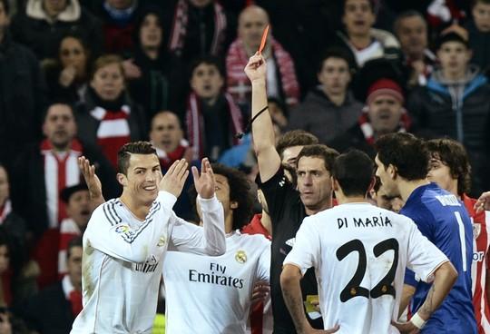 Ronaldo nhận án treo giò 3 trận ngay sinh nhật