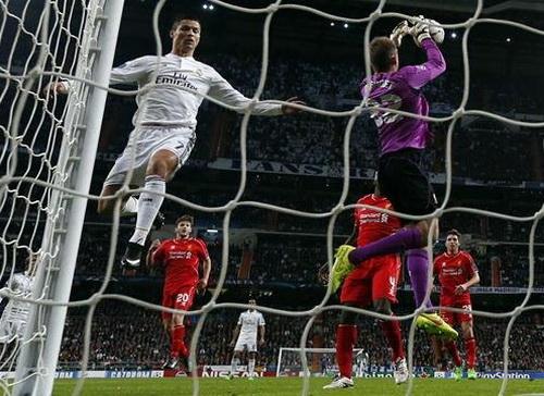 Ronaldo không thể ghi bàn trước sự xuất sắc của thủ môn Mignolet