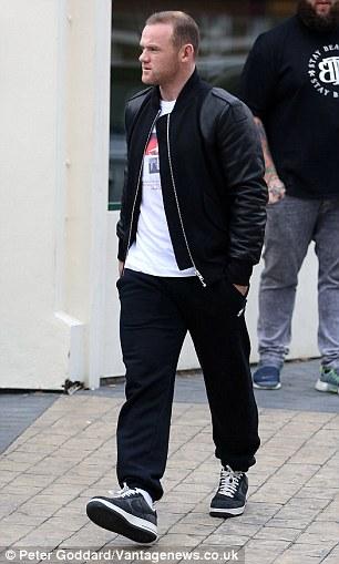 Rooney được phát hiện bên ngoài tiệm cắt tóc trước khi bị chấn thương