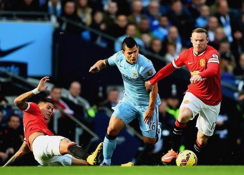 Rooney trở lại sau ba trận vắng mặt, thi đấu khá mờ nhạt