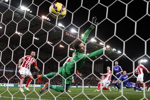 Pha làm bàn phút thứ 2 của John Terry giúp Chelsea thi đấu thoải mái trên sân Britania