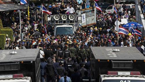 Người biểu tình chống chính phủ trên đường phố Thái Lan. Ảnh: Bangkok Post
