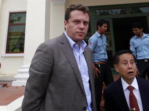 Polonsky và luật sư của ông tại phiên tòa ngày 13-1. Ảnh: Reuters