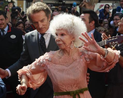 Nữ công tước Cayatena nhảy flamenco trong hôn lễ lần thứ 3 ở tuổi 85 (năm 2011). Nguồn: Reuters