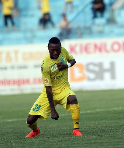 Samson xuất sắc nhất trận với cú hat-trick cho Hà Nội T&T