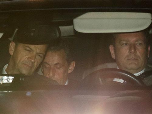 Ông Sarkozy bị thẩm vấn suốt 15 giờ. Ảnh: Reuters