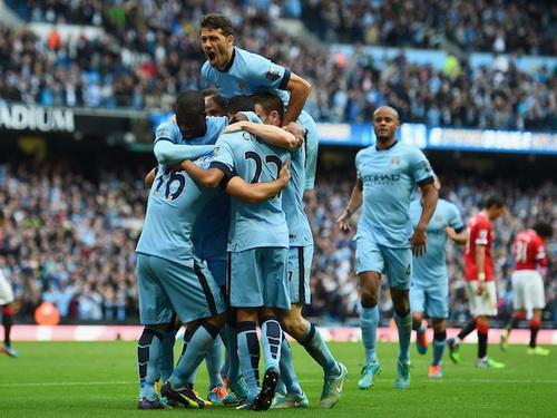Man City vui mừng với bàn thắng duy nhất của Aguero (16)