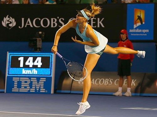 Sharapova vẫn giao bóng chưa tốt Ảnh: REUTERS