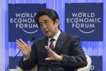 Thủ tướng Nhật Bản Shinzo Abe phát biểu tại Diễn đàn Kinh tế Thế giới ngày 22-1. Ảnh: AP
