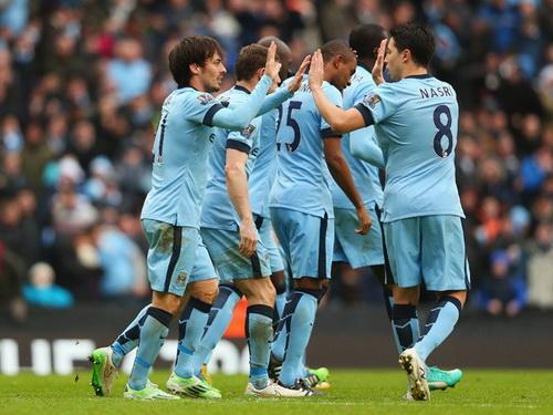 David Slva (trái) lập cú đúp, Man City thắng đậm 3-0 Crystal Palace