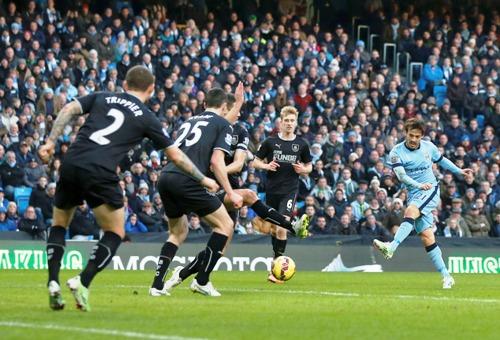 David Silva mở tỉ sô trận đấu cho Man City