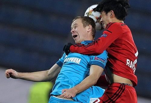 Son Heung-min (phải) lập công lớn cho Leverkusen