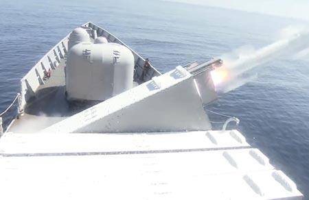 Tên lửa Harpoon bắn từ tàu. Ảnh: CNA