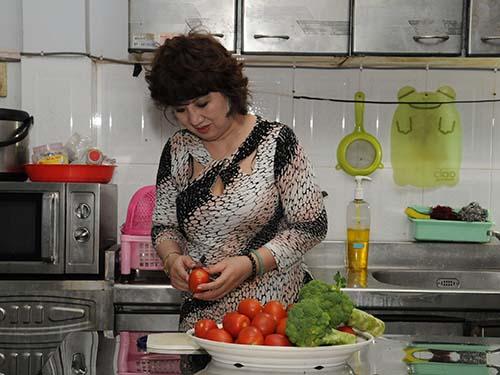 Ăn cà chua và bông cải xanh phối hợp sẽ làm giảm sự phát triển của bướu tiền liệt tuyến Ảnh: HỒNG THÚY