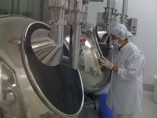 Sản xuất dược phẩm tại một công ty dược trong nước