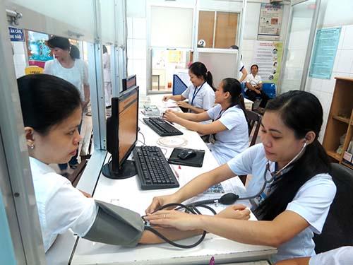 Kiểm tra huyết áp cho thai phụ tại Trung tâm Chăm sóc sức khỏe sinh sản TP HCM