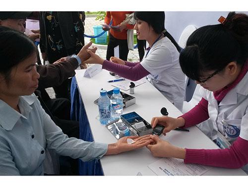 Kiểm tra đường huyết để tầm soát bệnh tiểu đường tại Bệnh viện Nội tiết trung ươngẢnh: Ngọc Dung
