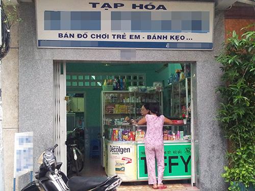 Khó có thể biết bao nhiêu tiệm tạp hóa bán thêm thuốc chữa bệnh như tiệm này