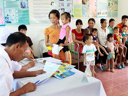 Tiêm vắc xin sởi - Rubella tại huyện Thanh Sơn, tỉnh Phú ThọẢnh: Ngọc Dung