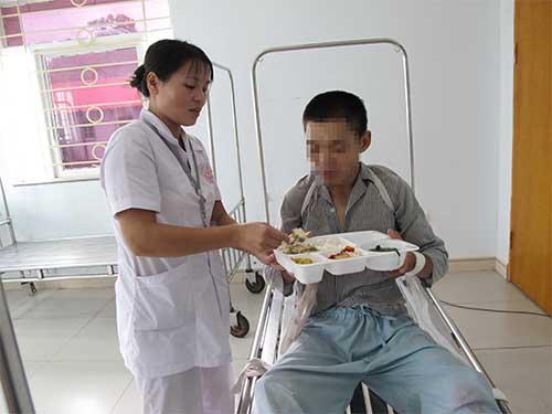 Chăm sóc bệnh nhân tâm thần tại Bệnh viện Tâm thần trung ương IẢnh: VĂN DUẨN