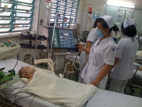 Trẻ điều trị cấp cứu sốt xuất huyết tại Bệnh viện Nhi Đồng 1
