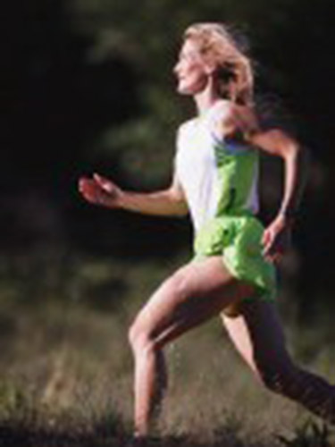 Những người từng chạy bộ thường xuyên có nguy cơ viêm khớp gối mạn tính thấpẢnh: HealthDay News