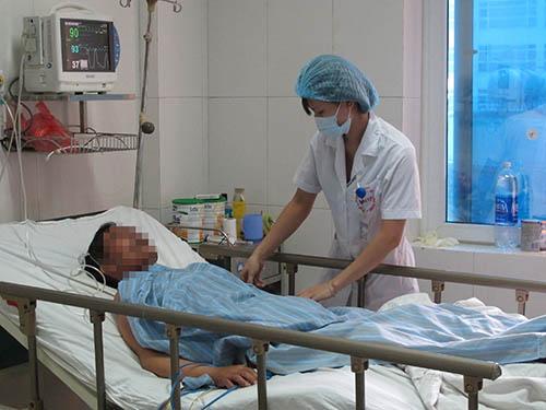 Bệnh nhân nhiễm liên cầu khuẩn sau khi ăn tiết canh điều trị tại Bệnh viện Bệnh nhiệt đới trung ương